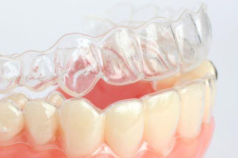 Использования капп на верхнюю и нижнюю челюсть в ночной и по возможности в дневной период.