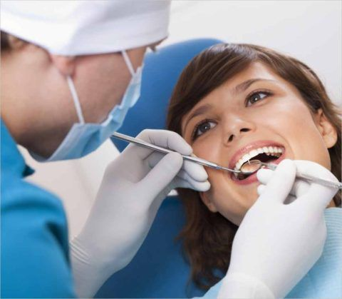 Для профилактики следует периодически посещать стоматолога
