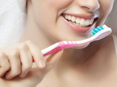 Выполнять массаж можно даже с помощью зубной щетки