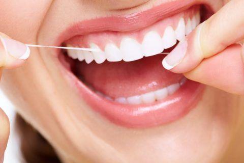 Помимо зубных паст рекомендуется пользоваться флоссами