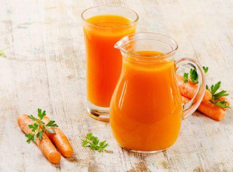 В морковном соке содержится большое количество витаминов