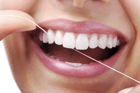 Как правильно очистить зубную эмаль