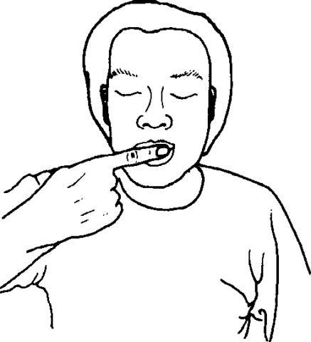 На фото показано положение пальца для выполнения массажных движений на десне.