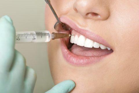 Лечение десен и зубов проводит стоматолог или иной специалист