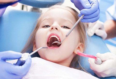 Дети должны попадать на профилактический осмотр к стоматологу не реза раза в 3-4 месяца