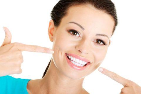 Отбелить зубы можно самостоятельно в домашних условиях с помощью народных рецептов