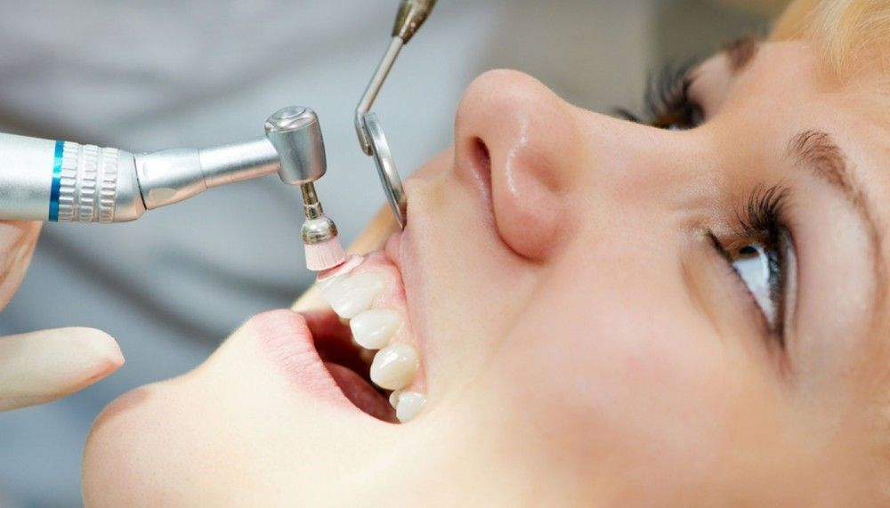 Подготовка полости рта в виде профессиональной гигиены к выполнению основных процедур.