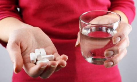 После полного удаления щитовидной железы нужно будет постоянно принимать тиреоидные гормоны