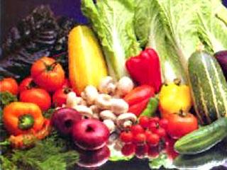 Чтобы извлечь максимум пользы из овощей и фруктов лучше их употреблять в сыром виде.