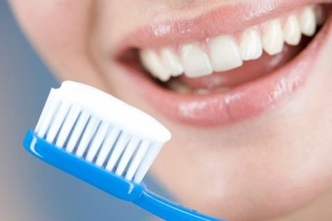 Чистка зубов обеспечивает до 80% удаления патогенной микрофлоры