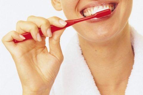 Кровь при чистке зубов явный признак патологии ротовой полости